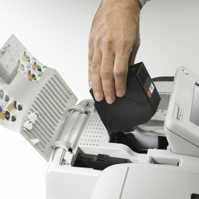 Inserting IS-420-480 High Volume ink cartridge